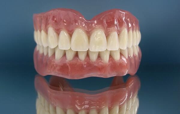съемные протезы зубов полного типа