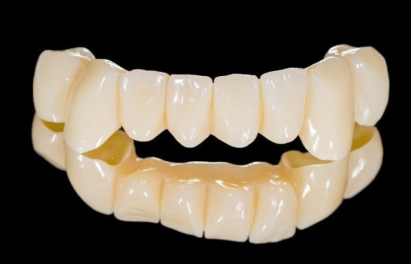коронки на зубы из пластмассы