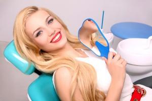 отбеливать зубы лазером не больно