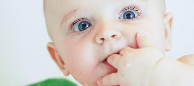 как растут зубы у маленьких и взрослых детей