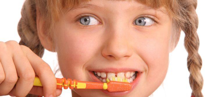 когда начинать ребенку чистить зубы точный возраст