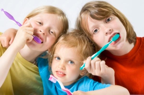с какого возраста начинать чистить зубы ребенку