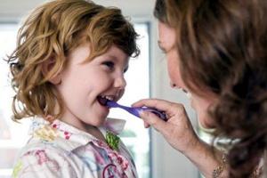 как приучить детей к чистке зубов