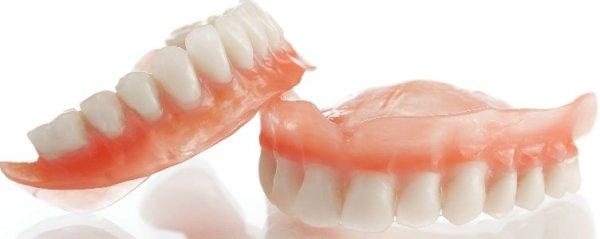 достоинства зубных протезов из нейлона
