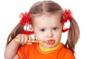 когда начинать ребенку чистить зубы