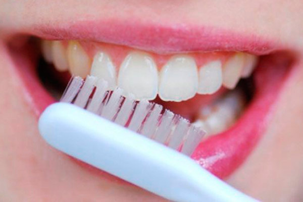 Как отбелить зубной протез в домашних условиях народными средствами 98