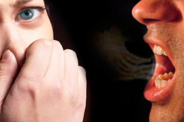 на какие симптомы обратить внимание, если пахнет изо рта