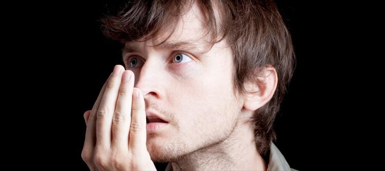 найти лечение от плохого запаха изо рта, узнать причины