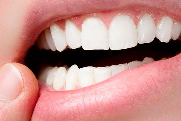 как привыкнуть к съемному верхнему зубному протезу