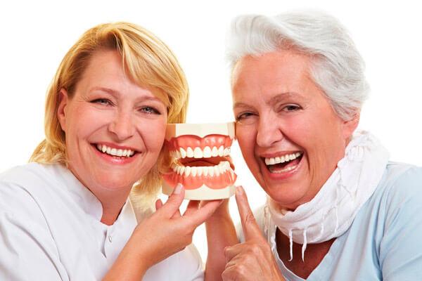 как долго привыкают к съемным зубным протезам