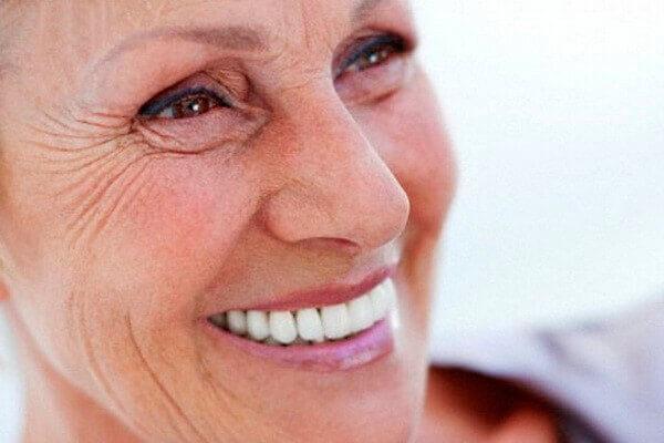 зубной протез хорошо крепится на Fittydent крем
