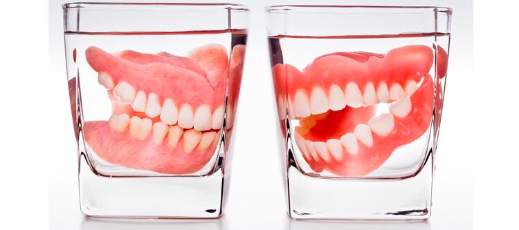 качественный уход за съемными зубными протезами съемными в домашних условиях
