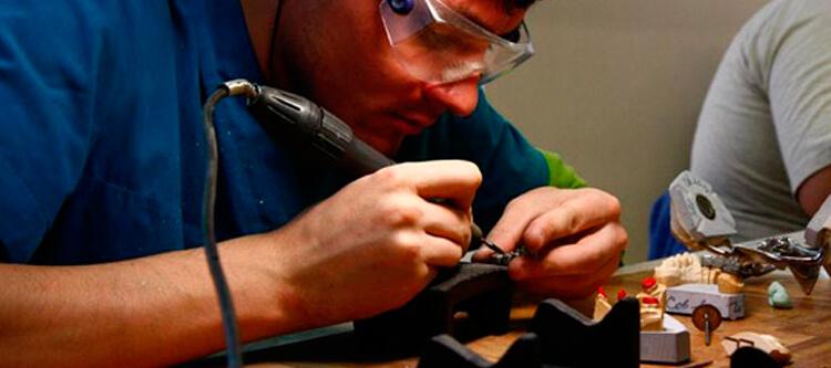ремонт зубного протеза в домашних условиях