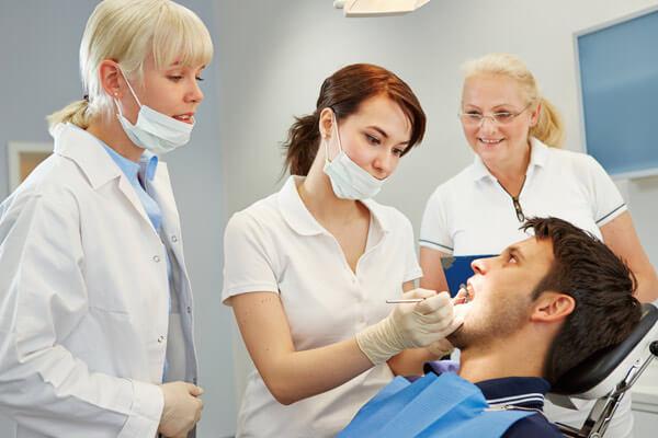 задача стоматологов создать удобный протез