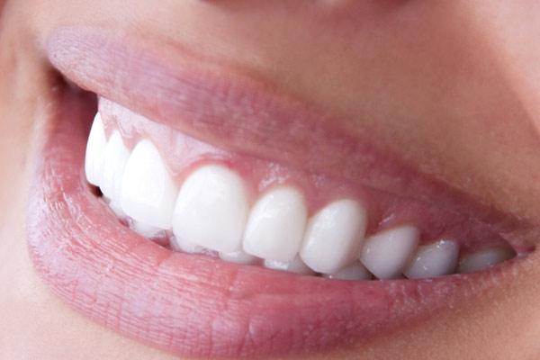 Где можно заказать белый новый металлокерамический зуб