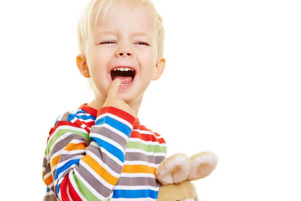 молочный зуб залечен