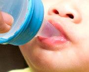 почему у ребенка черный налет на передних зубах