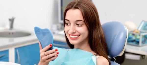 Вредно ли отбеливание зубов и какие последствия