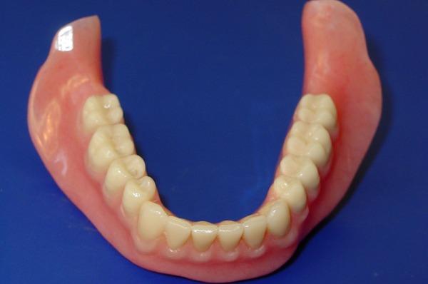 Цена на зубные протезы на присосках