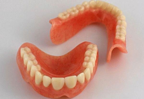 Материалы для изготовления съемных зубных протезов