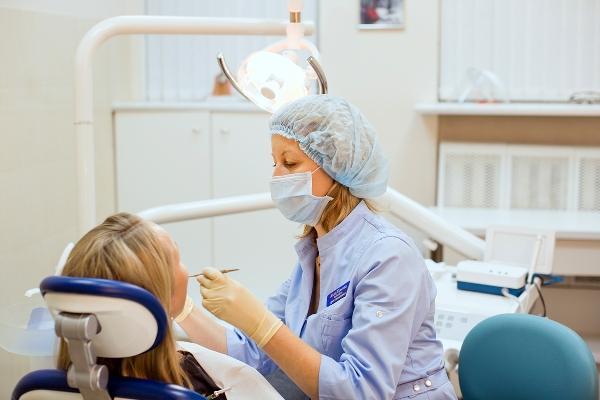 Проведение простого удаления зуба
