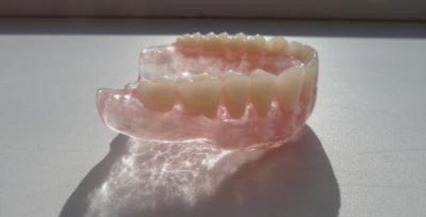 Сколько стоят зубные протезы на присосках
