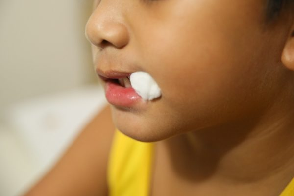 Сколько держать турунду в лунке после удаления зуба