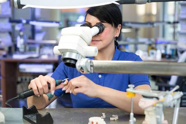 Обработка шлифовка полировка протеза