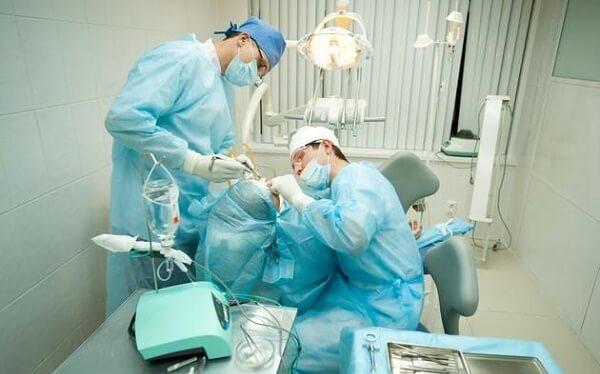 Стоимость имплантации переднего зуба