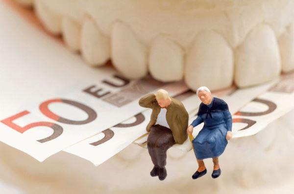 Скидки для пенсионеров при протезировании зубов