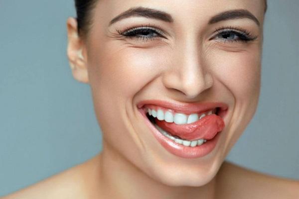 Можно ли и как выровнять зубы в домашних условиях