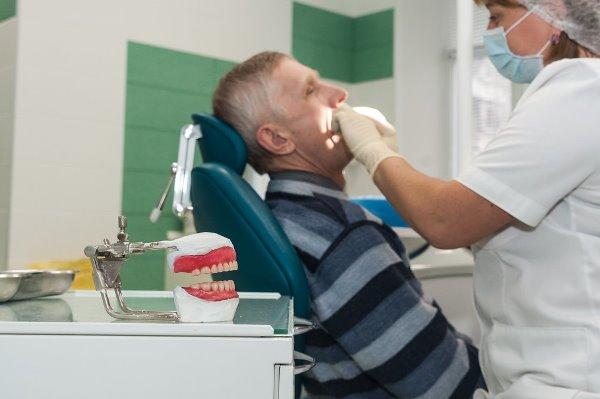 Возврат денег за протезирование зубов неработающим пенсионерам
