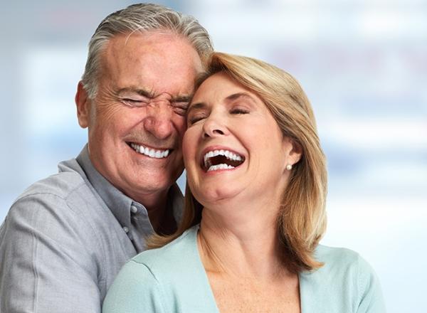 Плюсы и минусы эндоскопической имплантации зубов