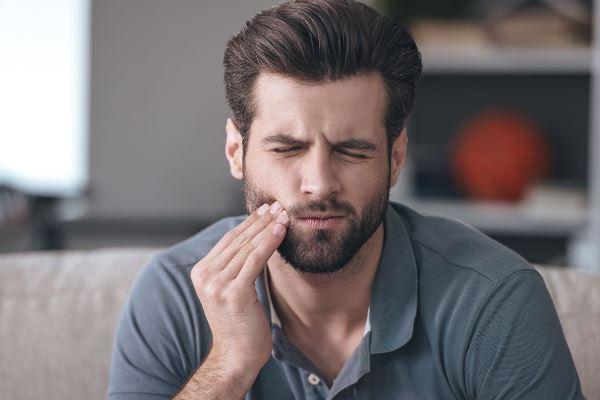 Лечение осложнений после протезирования зубов