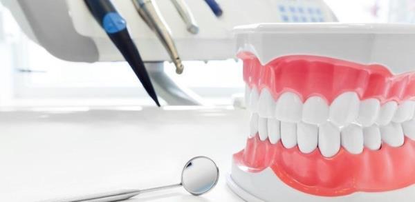 Какой способ протезирования лучше выбрать после удаления зуба