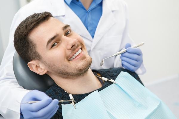 Наращивание костной ткани при имплантации нижних зубов