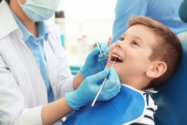 Причины скученности зубов