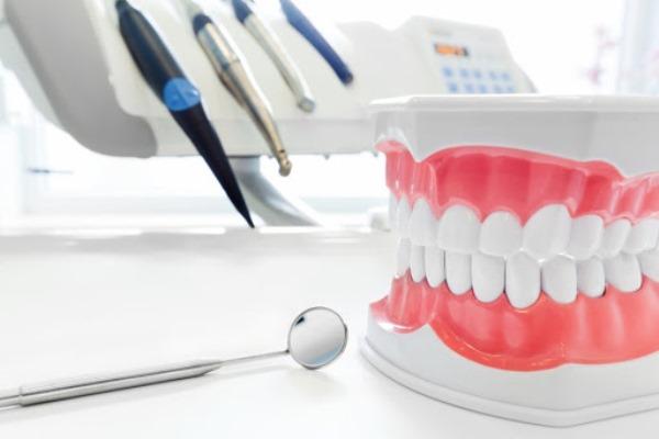 Съемные или несъемные зубные протезы что лучше