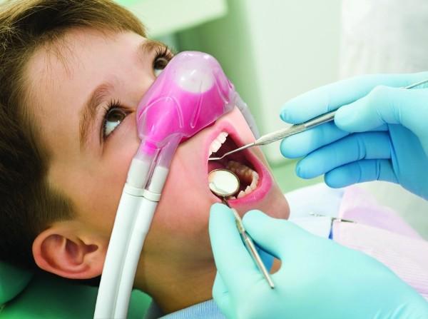 Лечение зубов у детей под закисью азота